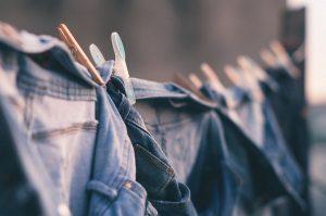 Diy: jeans richtig einlaufen lassen
