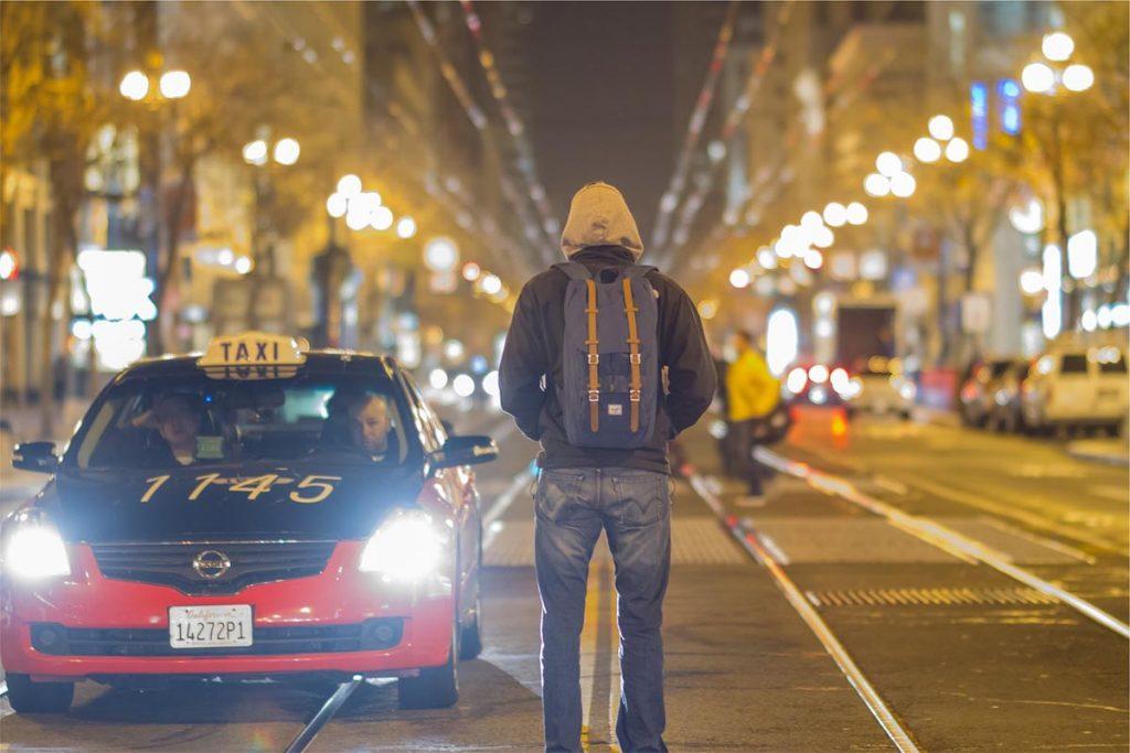 Taxi Herrenjeans Straße