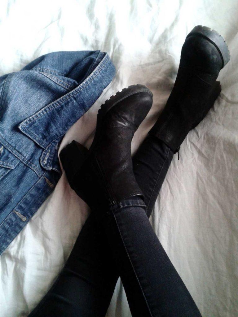 Stiefel Jeansjacke Jeanshose