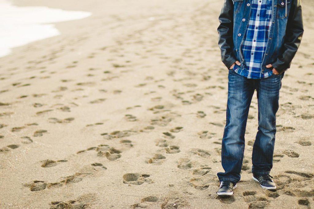 Jeanshose Karohemd Männermode Strand