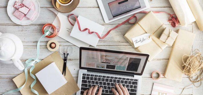 Geschenke Einpacken Onlineshopping Laptop