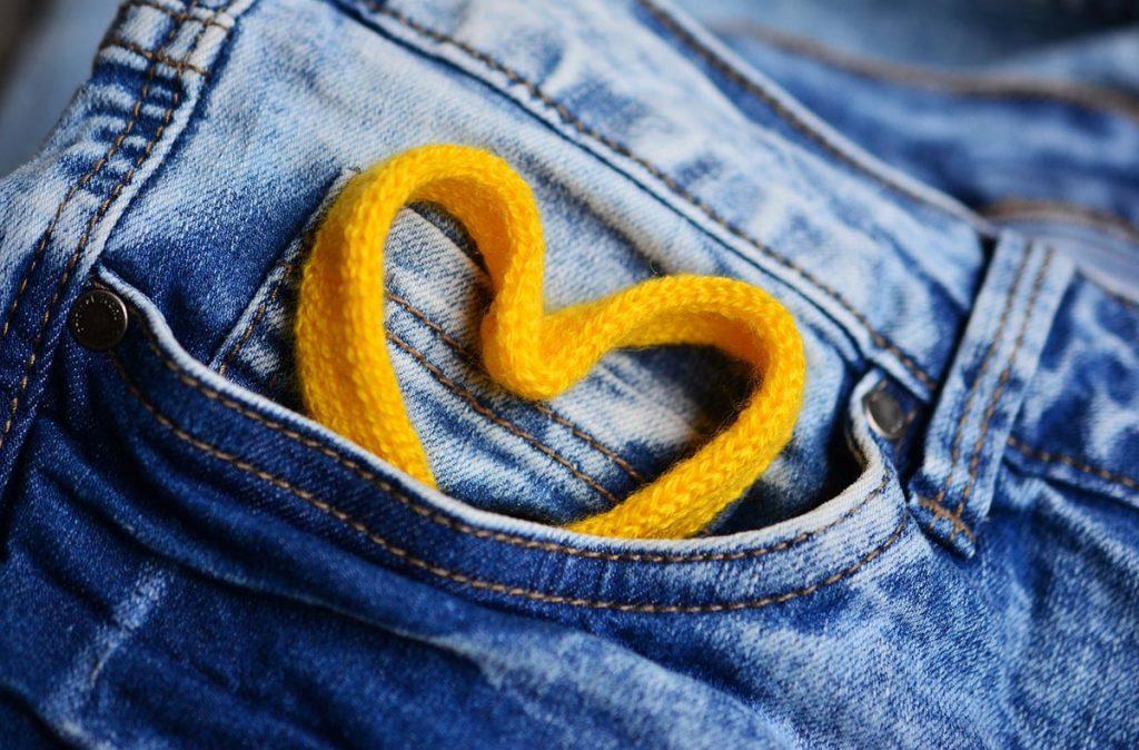 hosentasche herz jeanshose nieten