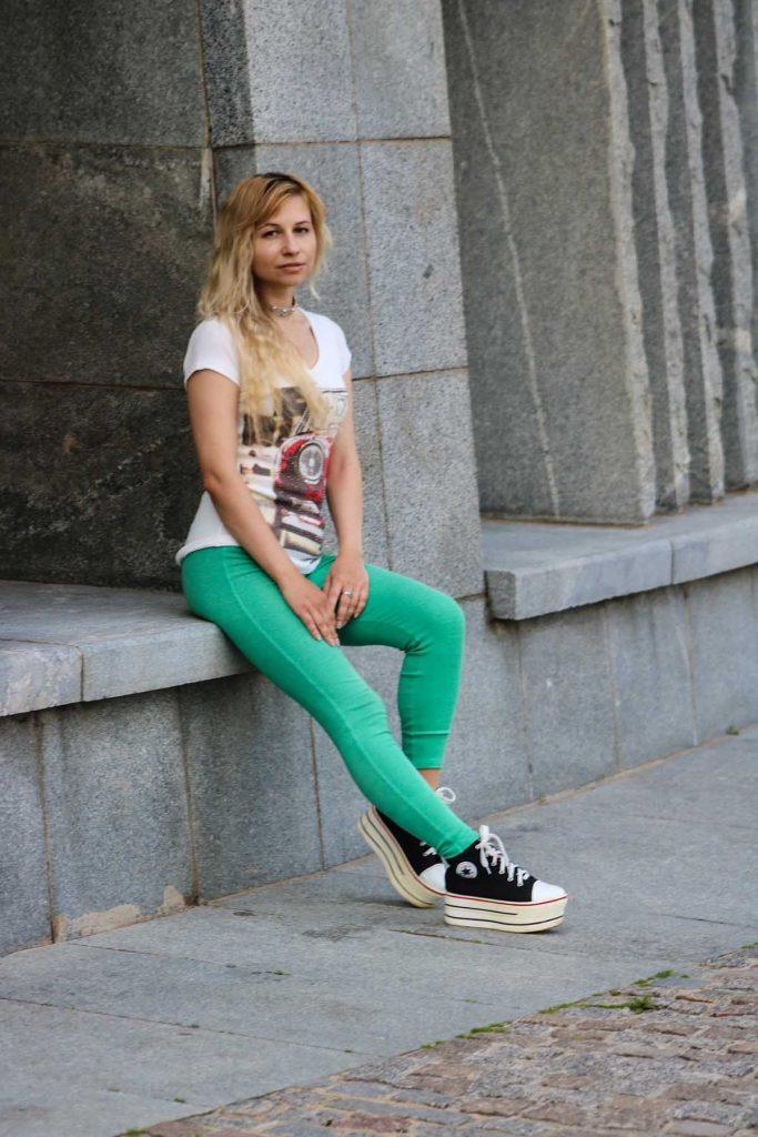 jeggings bunt shirt blondine
