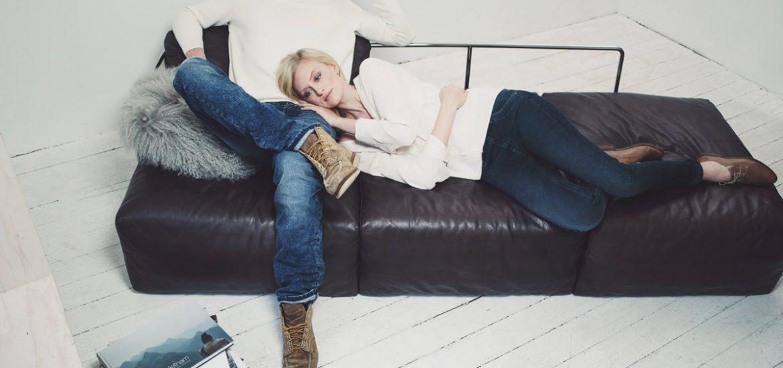 damenjeans herrenjeans pullover sofa
