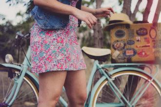 jeansweste kleid blumen fahrrad