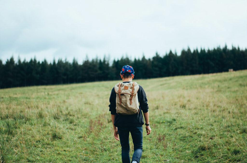 rucksack wandern jeansjacke hoodie
