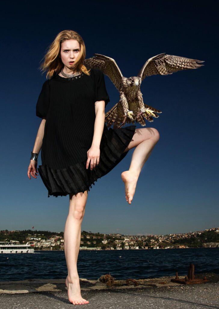 vogel kleid schwarz frau